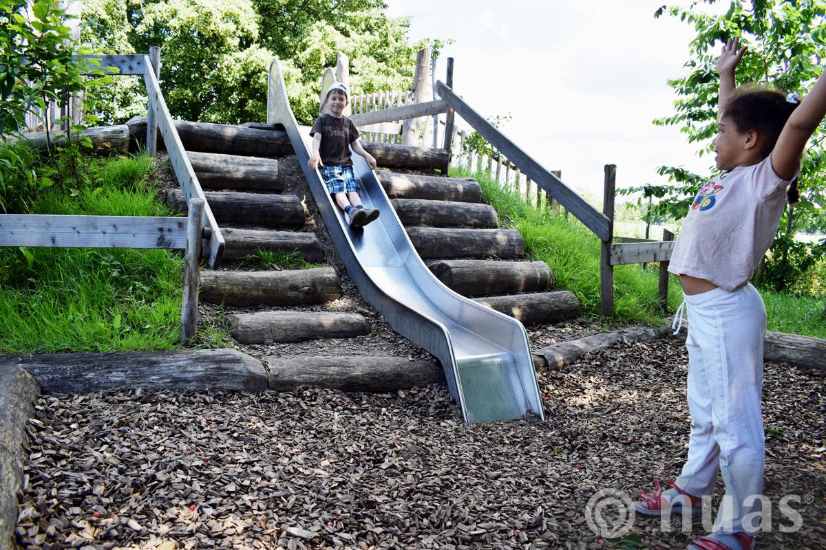 nuas Hangrutsche mit Stufenanlage - Spielhügel