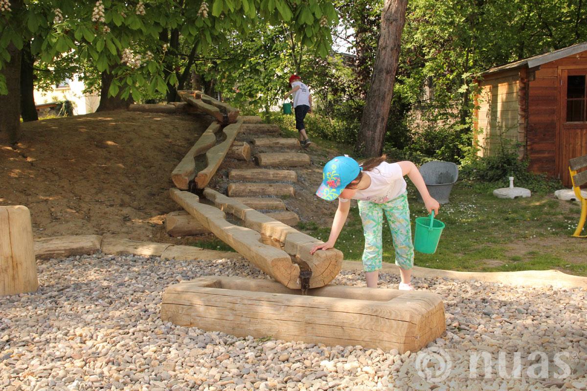 nuas Wasser am Spielhang - Wasserspiellandschaft
