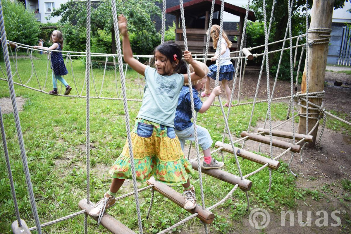 nuas Tarzanweg - Kinder spielen draußen