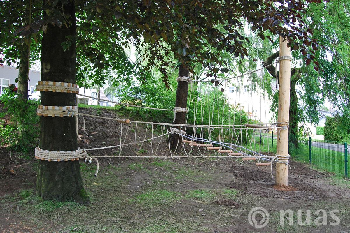 nuas Seillandschaft: Seilkombination an Bäumen und Pfosten
