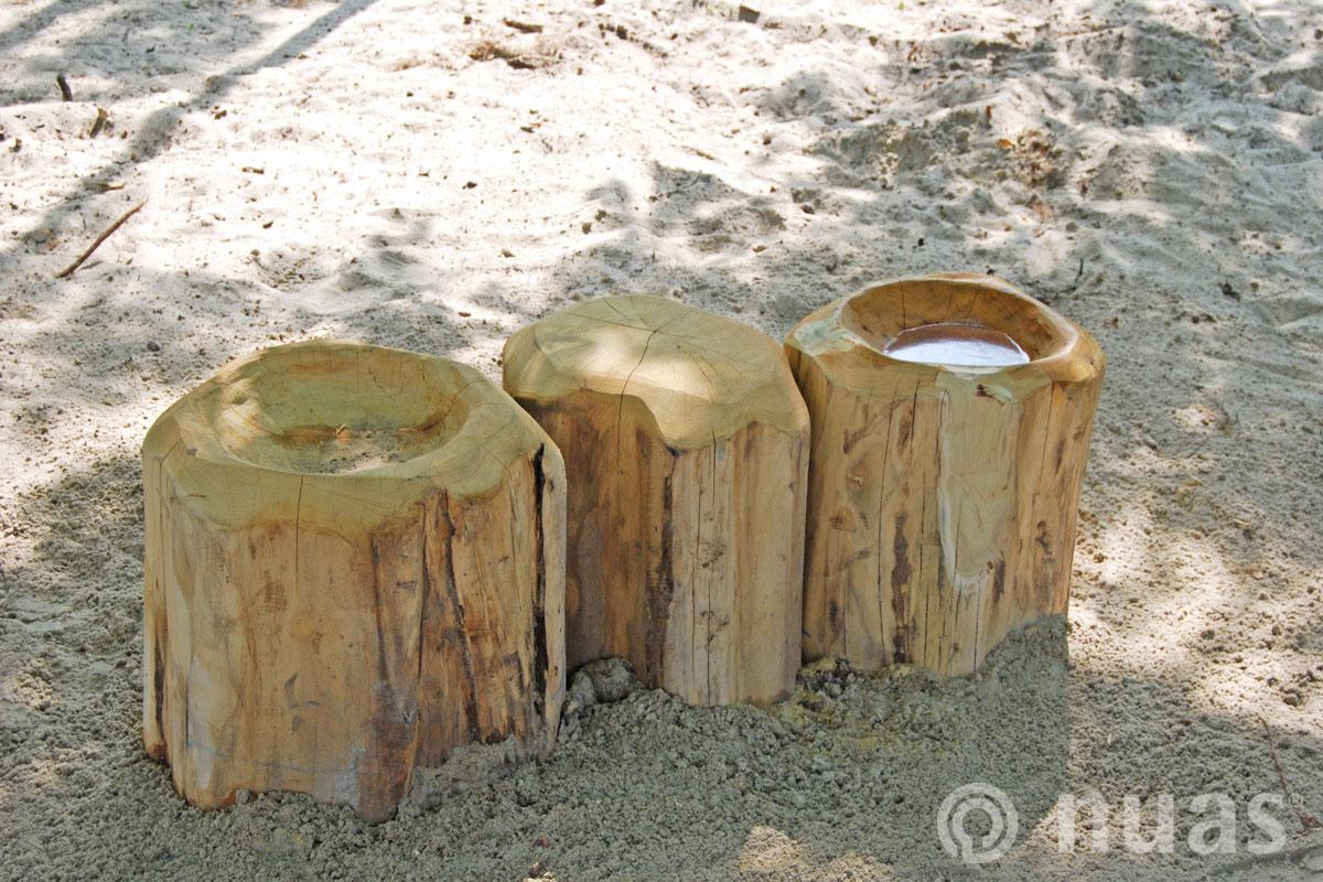 nuas Wasserspiellandschaft: Baumstammtisch und -mulde